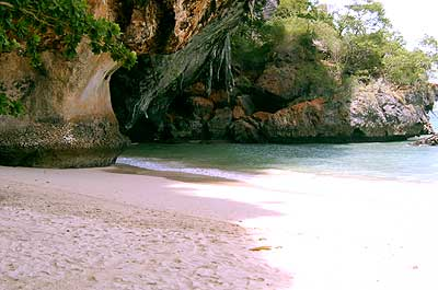 The beach of Pra Nang Cave - Hotel in Krabi